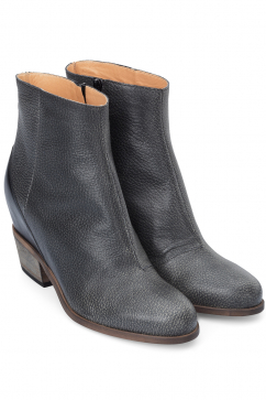 mm6-maison-martin-margiela-leather-ankle-boots-black